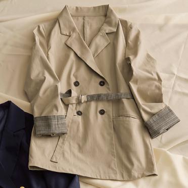 2019秋冬トレンドのウエストマークダブルボタンジャケットの画像